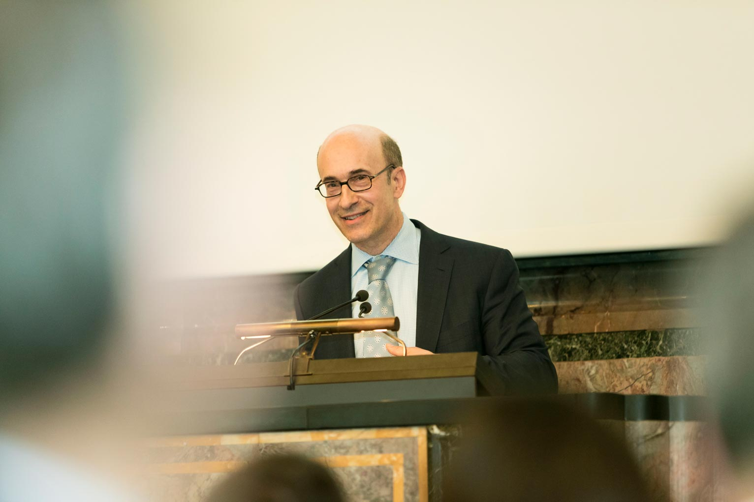 Ken Rogoff advocates for a gradual phase-out of cash