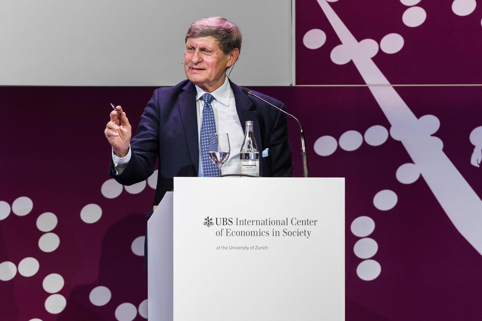 Leszek Balcerowicz (Warsaw School of Economics) presented his assessment of the globalization process since the 1990s.